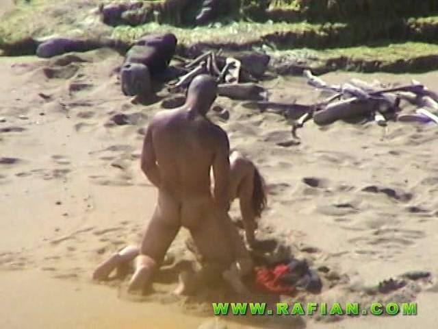 Жесткий и романтический секс на далёком пляже