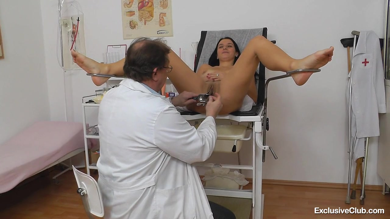 Доктор-извращенец внимательно осмотрел пациентку