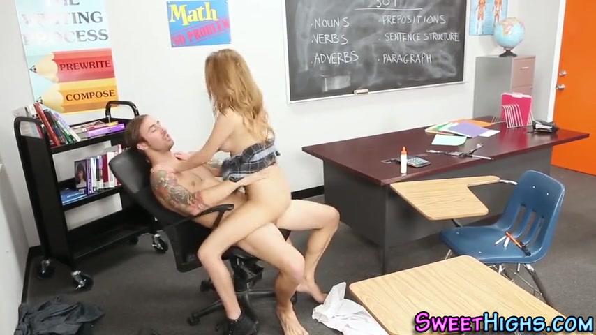 За оценку студентке пришлось дать учиьелю