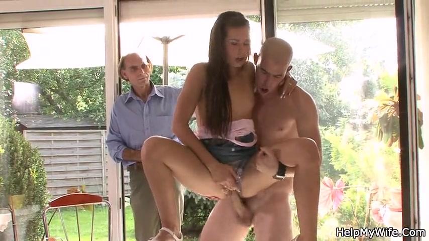 Старикан заплатил садовнику чтобы тот отымел молодую жену