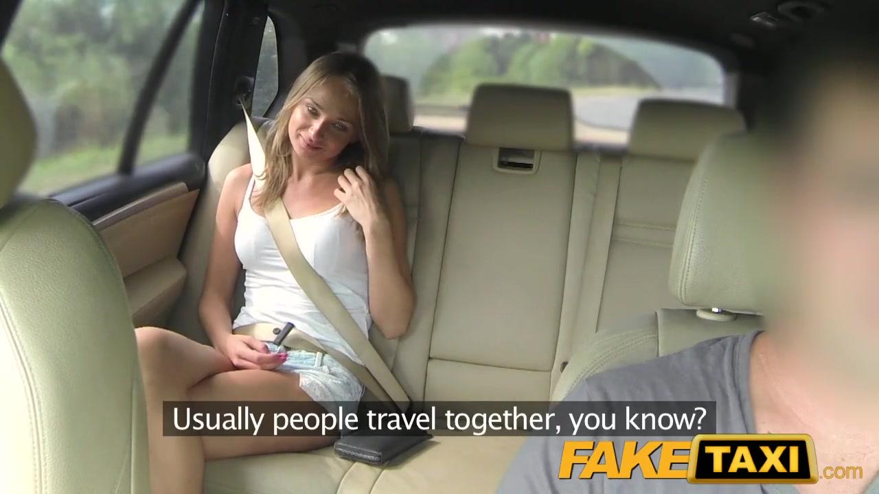 Горячая блонда в шортиках отдалась водиле такси